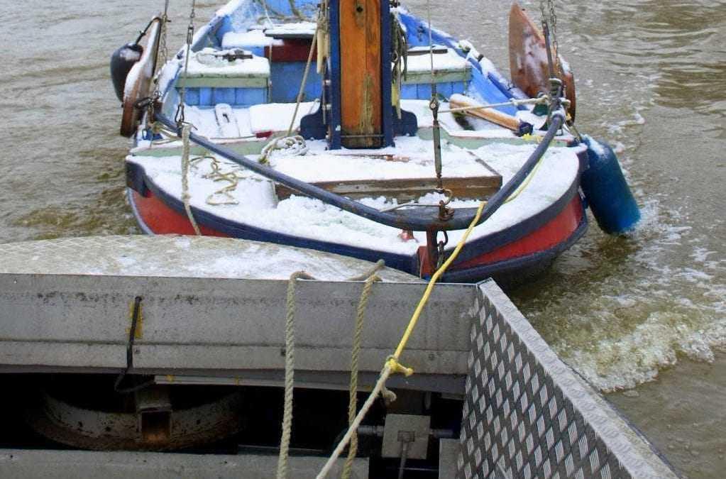Eerste boot in Batavia Haven gearriveerd