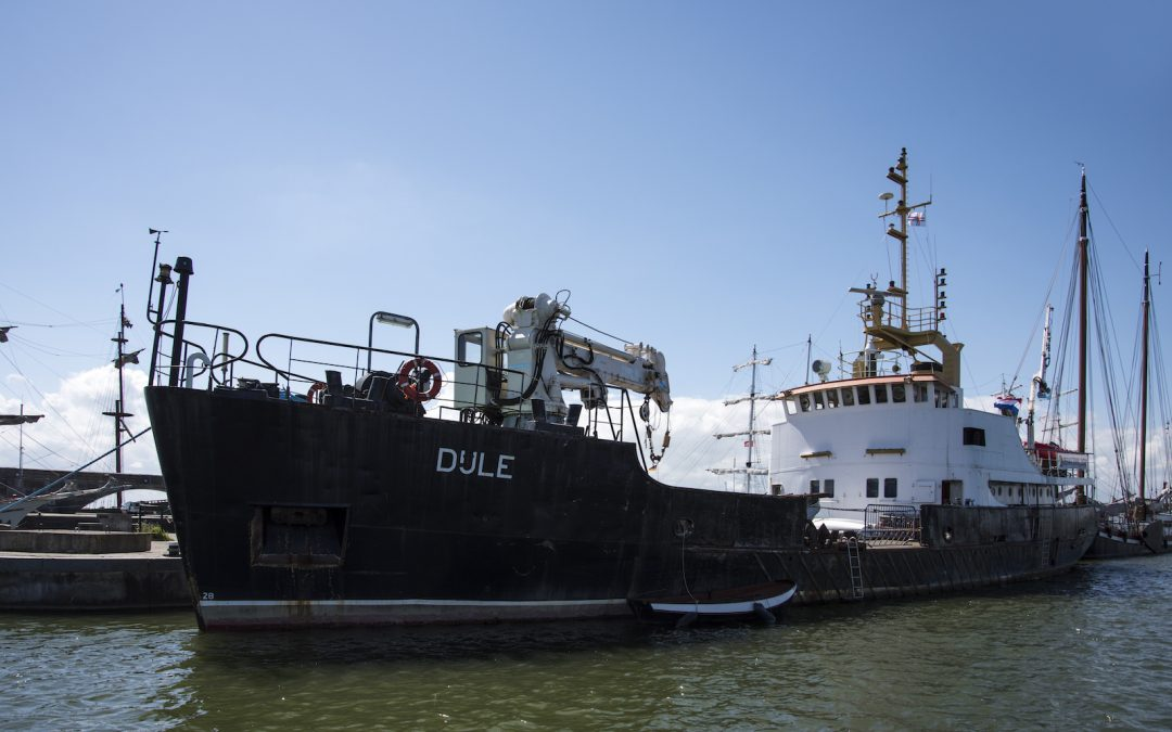 Burgemeester Adema doopt Korpsschip ZKK Lelystad